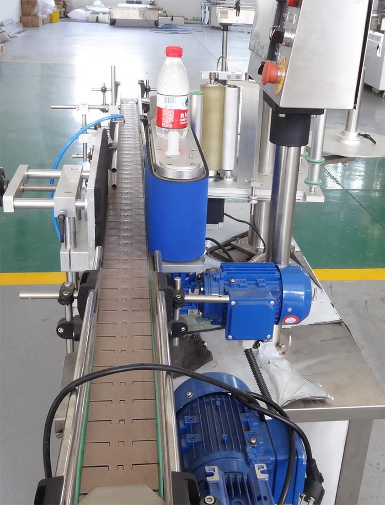 Automatisk selvklæbende stok lodret etiketteringsmaskine til kæledyrsflasker