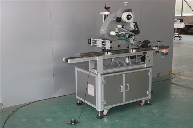 Automatisk mærkat Doypack Box Carton Cup Top Surface Labelling Machine